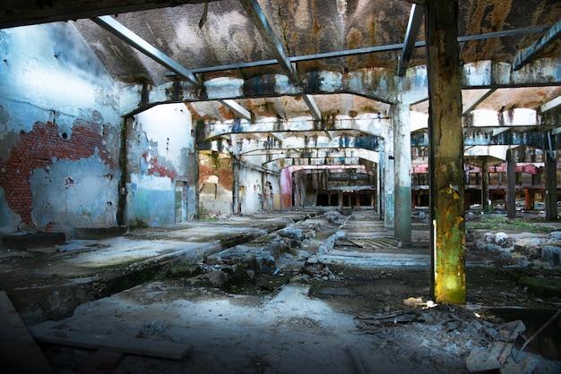 Antiga fábrica abandonada