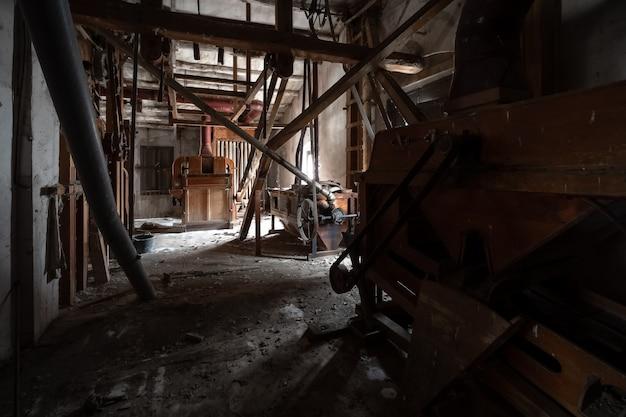Antiga fábrica de farinha abandonada