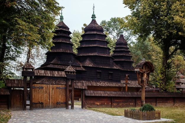 Antiga igreja de madeira autêntica