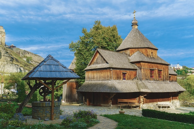 Antiga igreja de madeira i