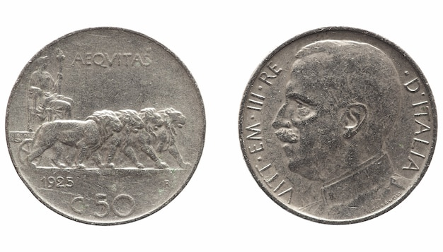 Antiga lira italiana com vittorio emanuele iii rei isolado sobre o branco
