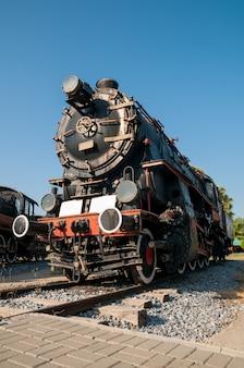 Antiga locomotiva a vapor localizada no museu selcuk, turquia