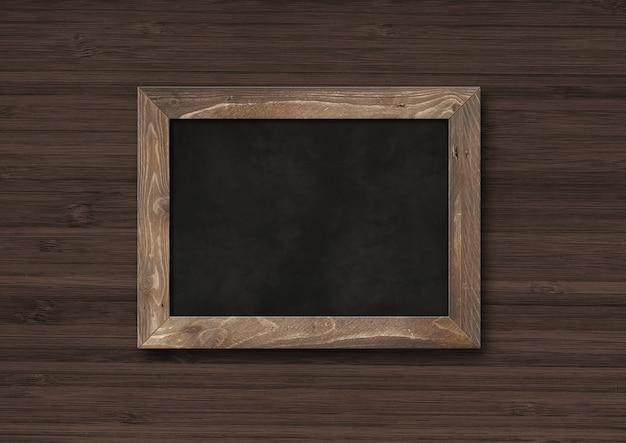 Antiga placa preta rústica isolada em um fundo escuro de madeira. modelo de maquete horizontal em branco