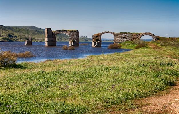 Antiga ponte romana de alconetar, localizada na extremadura. espanha.