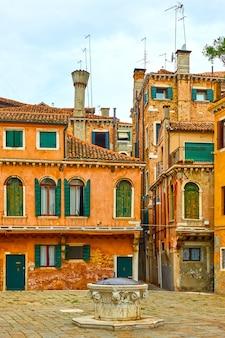 Antiga praça em veneza, itália