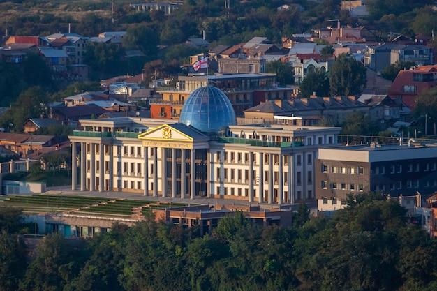Antiga residência do presidente georgiano em tbilisi, geórgia. viagem.