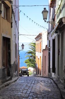 Antiga rua pitoresca na cidade de icod de los vinos, tenerife, ilhas canárias
