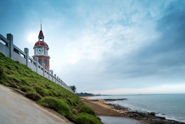 Antiga torre sineira junto ao mar