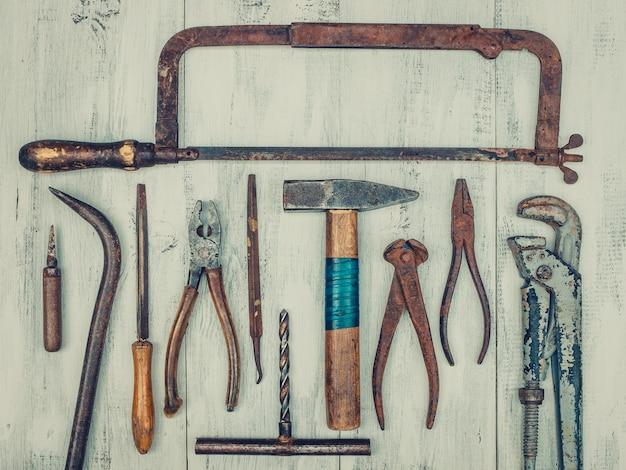 Antigas ferramentas enferrujadas