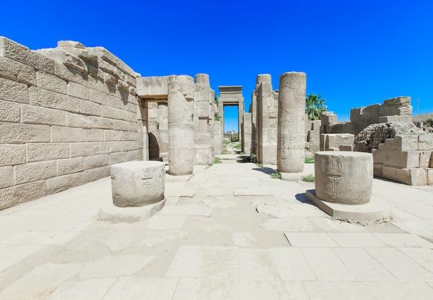 Antigas ruínas do templo de karnak no egito