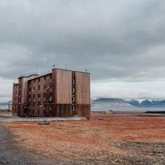 Antigo assentamento de barentsburg em svalbard, noruega