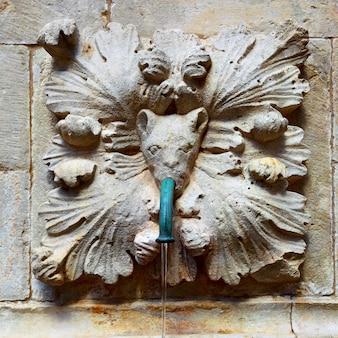 Antigo bebedouro na cidade velha de dubrovnik, croácia