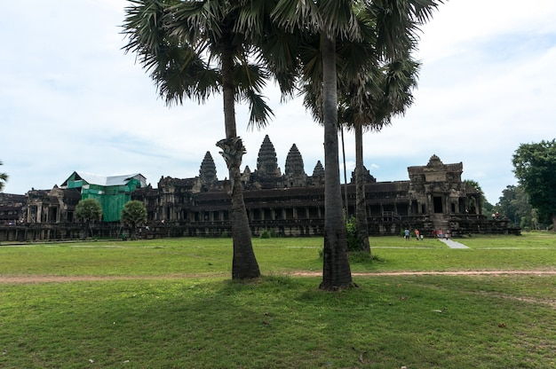 Antigo castelo na cidade perdida de angkor wat, camboja