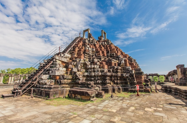 Antigo castelo no camboja. angkor thom.