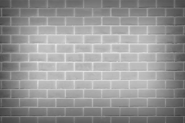 Antigo conceito de tijolo empilhado definido verticalmente