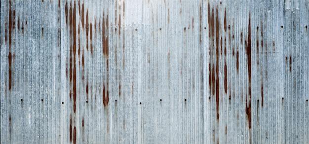 Antigo fundo de superfície de zinco a ferrugem na superfície do zinco. que é retirado da cerca ao lado da casa.