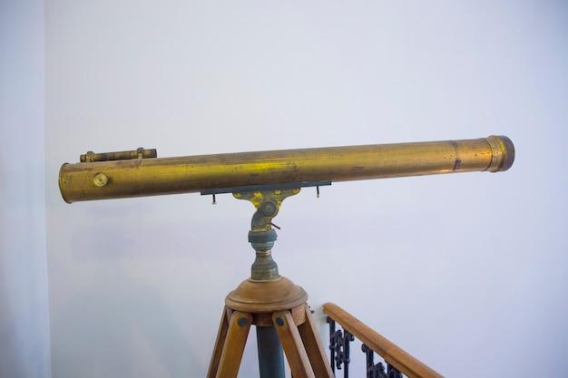 Antigo fundo de telescópio de cobre vintage