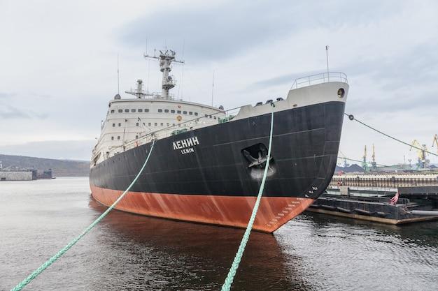 Antigo navio quebra-gelo nuclear, lenin, no porto do norte