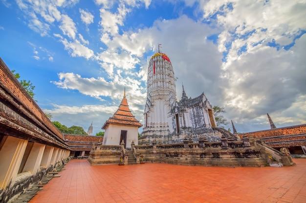 Antigo pagode em ayutthaya, um patrimônio mundial.