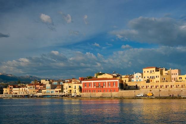 Antigo porto pitoresco de chania, ilha de creta, grécia