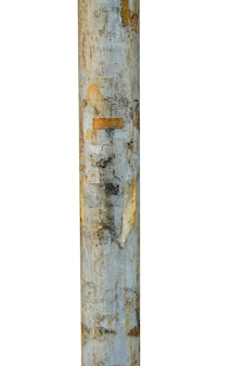 Antigo poste de metal isolado no fundo branco