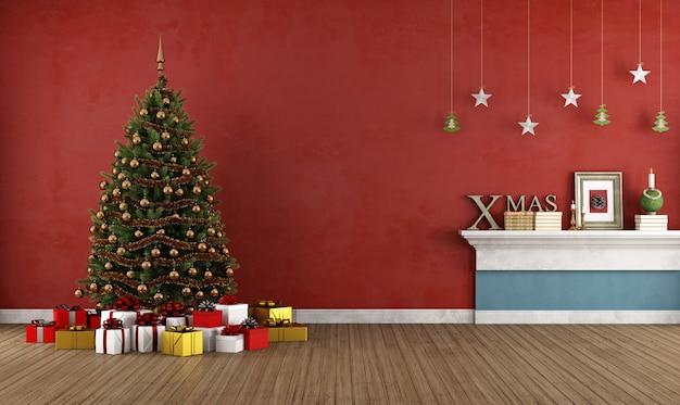 Antigo quarto vermelho com árvore de natal