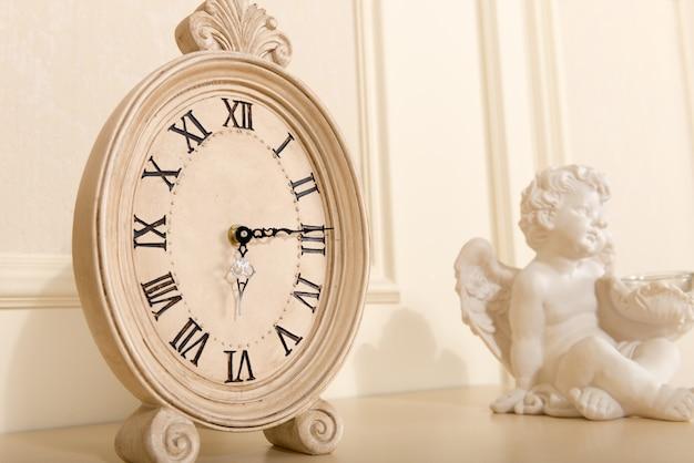 Antigo relógio de lareira