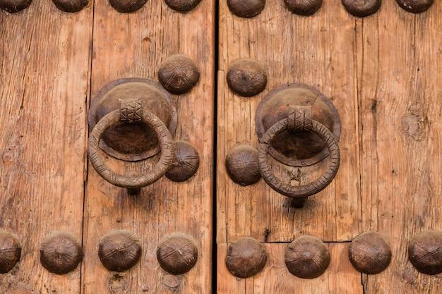 Antigo rústico vintage madeira porta closeup fundo ornamental portão detalhe textura padrão tradicional