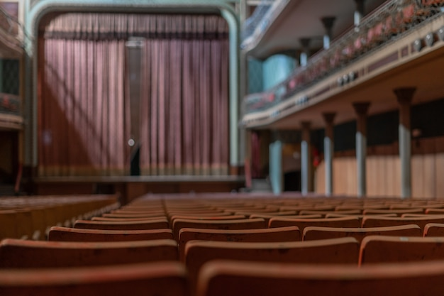 Antigo teatro abandonado
