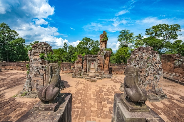 Antigo templo budista khmer em angkor wat, east mebon prasat