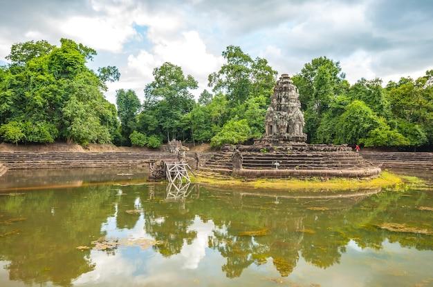 Antigo templo budista khmer em angkor wat, neak pean prasat