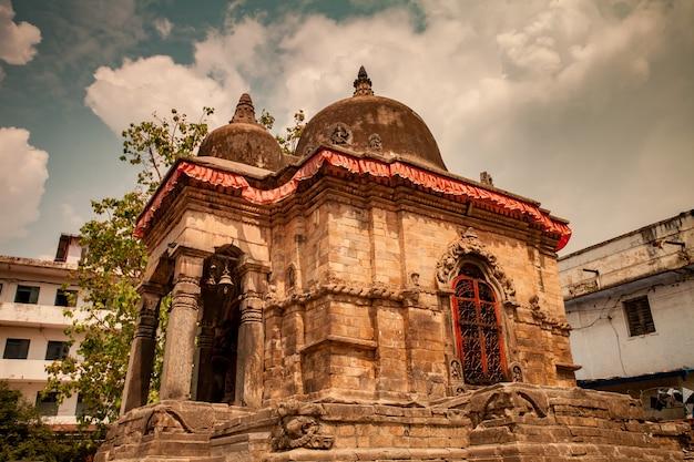 Antigo templo de pedra no centro de kathmandu, nepa