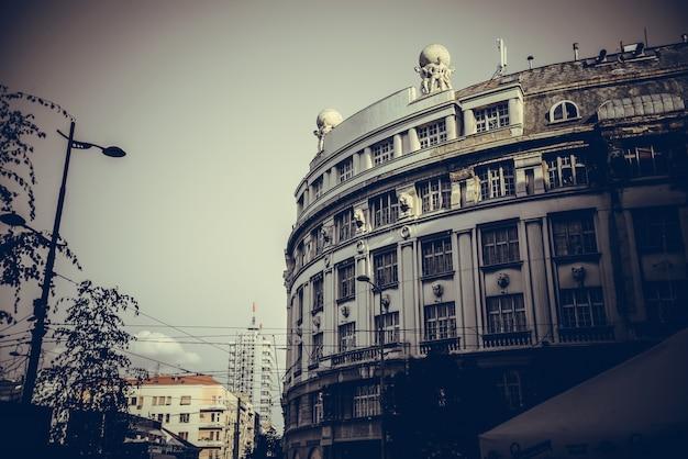Antigos edifícios públicos na praça da república trg republike belgrado república da sérvia