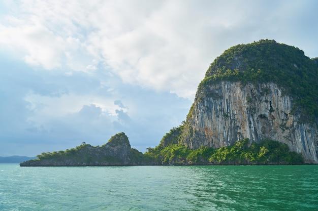 Ao ar livre há destinos de viagem do sol as pessoas de água
