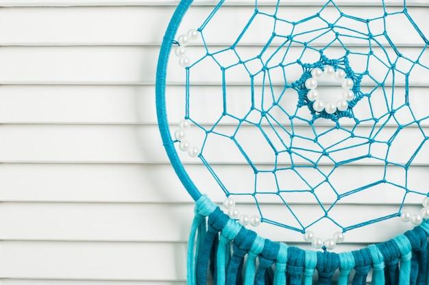Apanhador de sonhos com fios azuis de turquesa