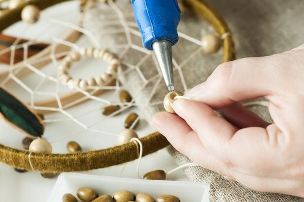 Apanhador de sonhos feitos à mão com penas