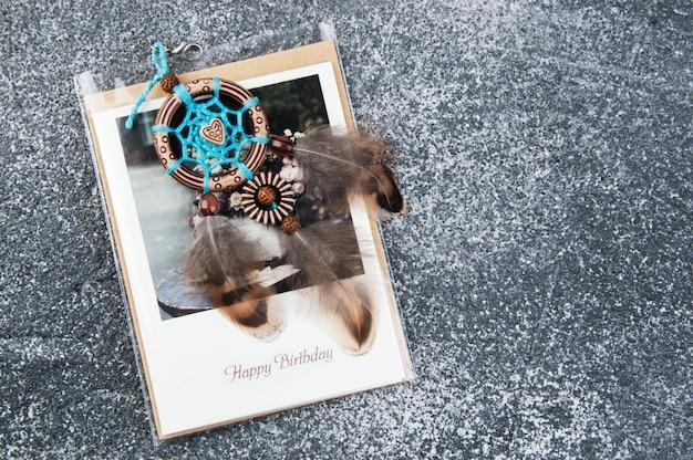Apanhador de sonhos feitos à mão e cartão