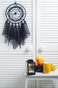 Apanhador de sonhos preto com guardanapos de malha