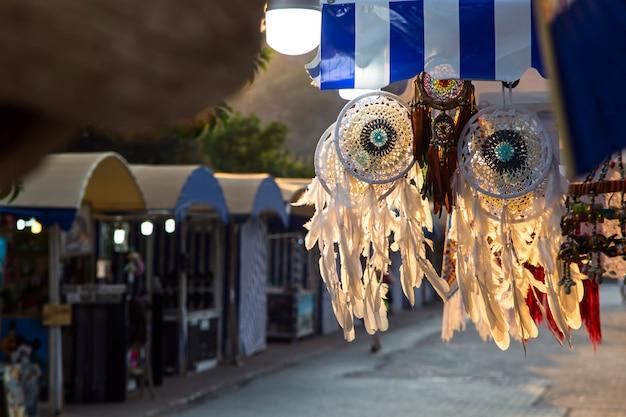 Apanhador de sonhos que vende mercado de souvenirs
