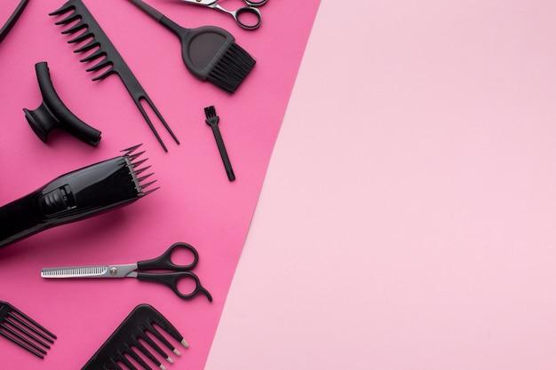 Aparador de cabelo e suprimentos copiam o espaço