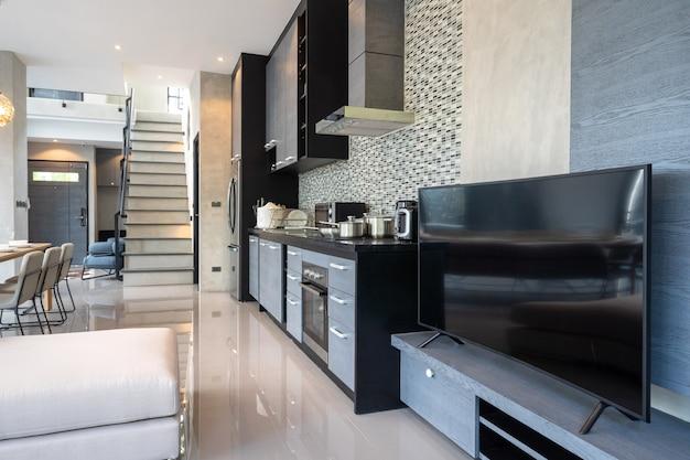 Aparelho de cozinha em uma decoração moderna estilo loft