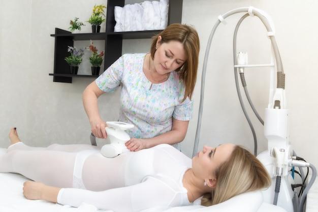 Aparelho para massagem com rolo a vácuo lpg.