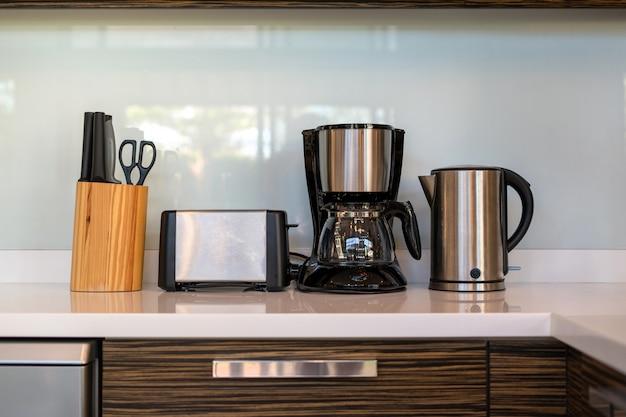 Aparelhos de cozinha e equipamentos de cozinha