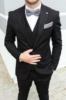 Aparência elegante, aparência da moda, aparência dos homens, estilo do casamento