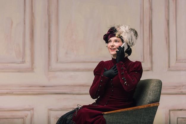 Aparência na moda moderna de retrato de uma mulher desconhecida.