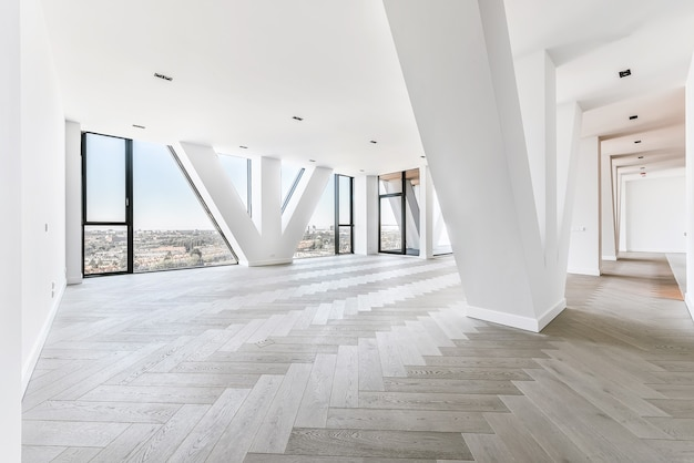 Apartamento estúdio espaçoso com piso em parquet e janelas panorâmicas com vista da cidade em apartamento de cobertura