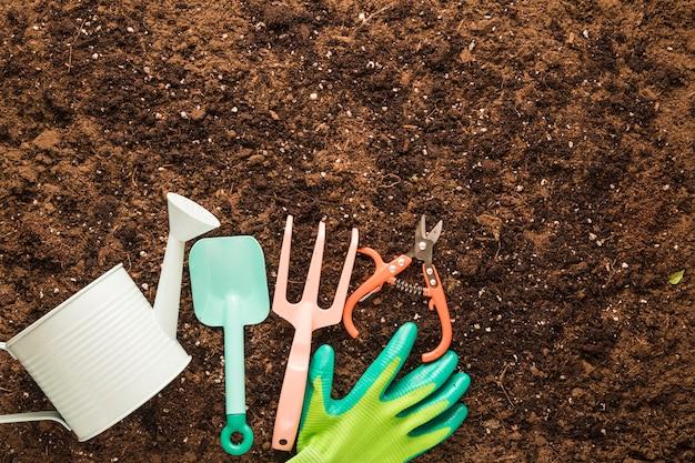 Apartamento leigos de ferramentas de jardim com copyspace