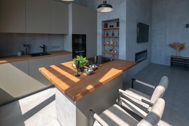Apartamento minimalista moderno e minimalista em estilo loft cinza escuro