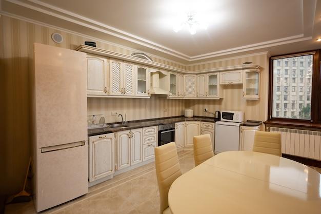 Apartamento moderno com interior luxuoso da sala de jantar