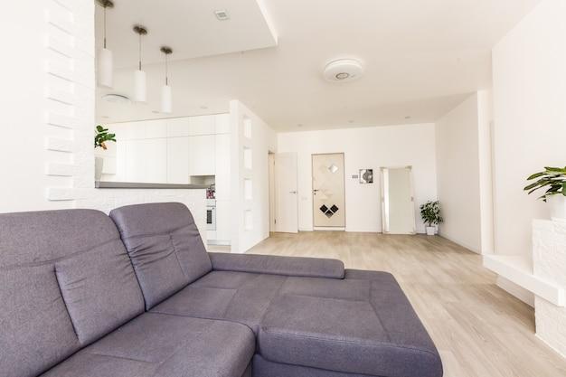 Apartamento moderno com sala de estar aberta